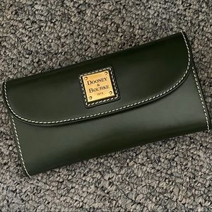 Dooney & Bourke Leather Continental Wallet NEW and